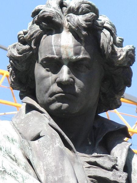 450px-Kaspar_von_Zumbusch-Ludwig_van_Beethoven-Beethovenplatz